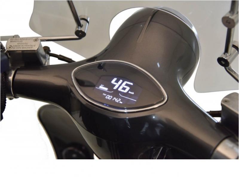 »Clarissa 45« Elektroroller, 3000 W, 45 km/h, mit 2 Lithium Akkus