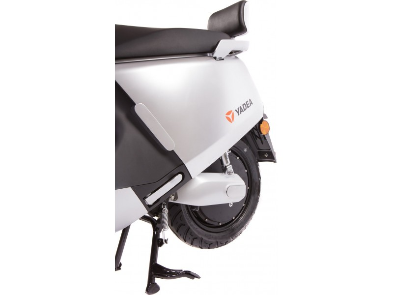 »Yadea G5 Silber«  45 km/h mit 90 km Reichweite